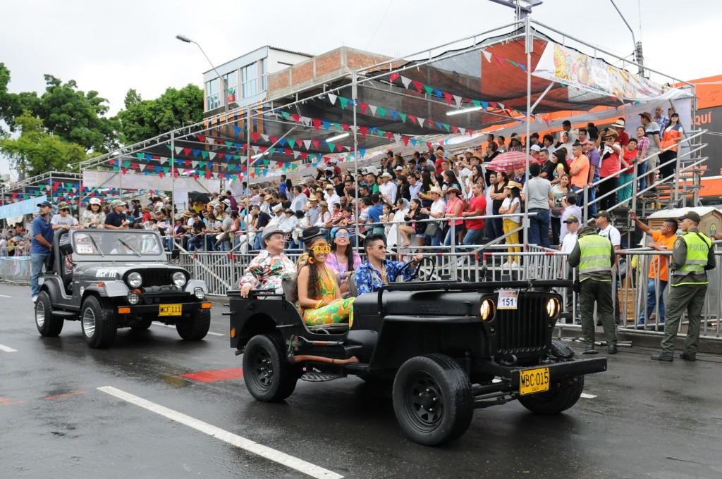 Desfile Autos Clasicos y Antiguos (11)-min