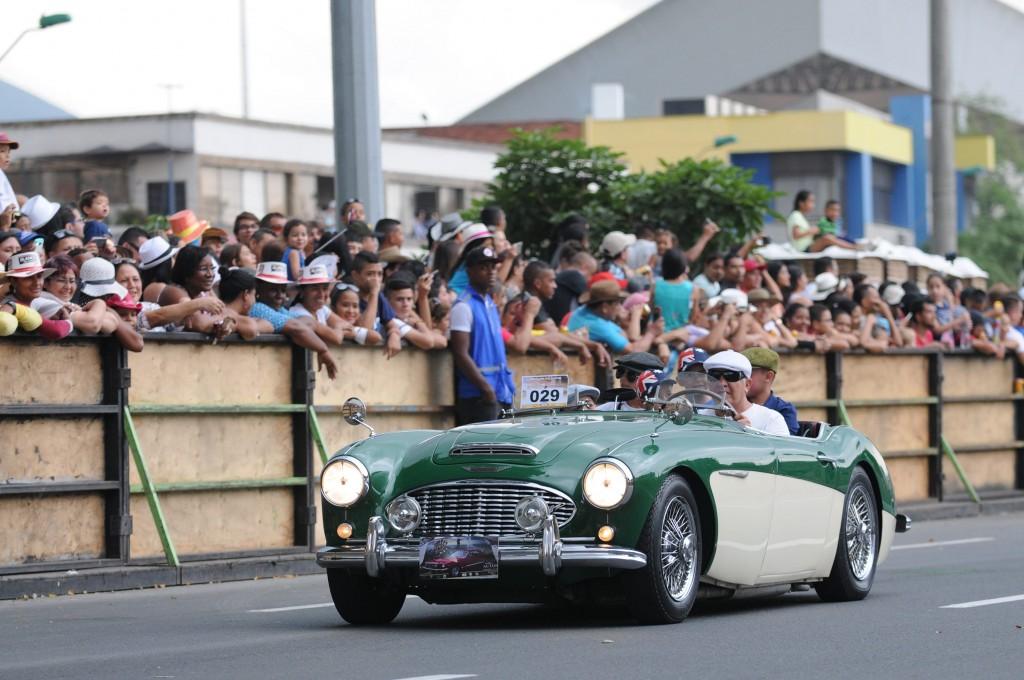 Desfile Autos Clasicos y Antiguos (4)-min
