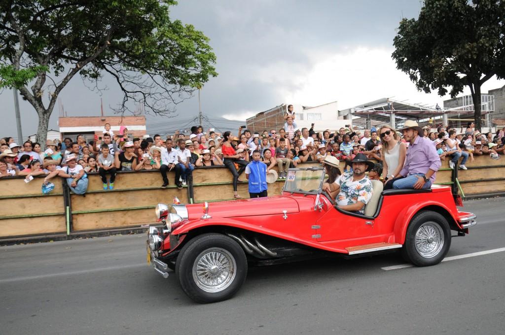 Desfile Autos Clasicos y Antiguos (5)-min